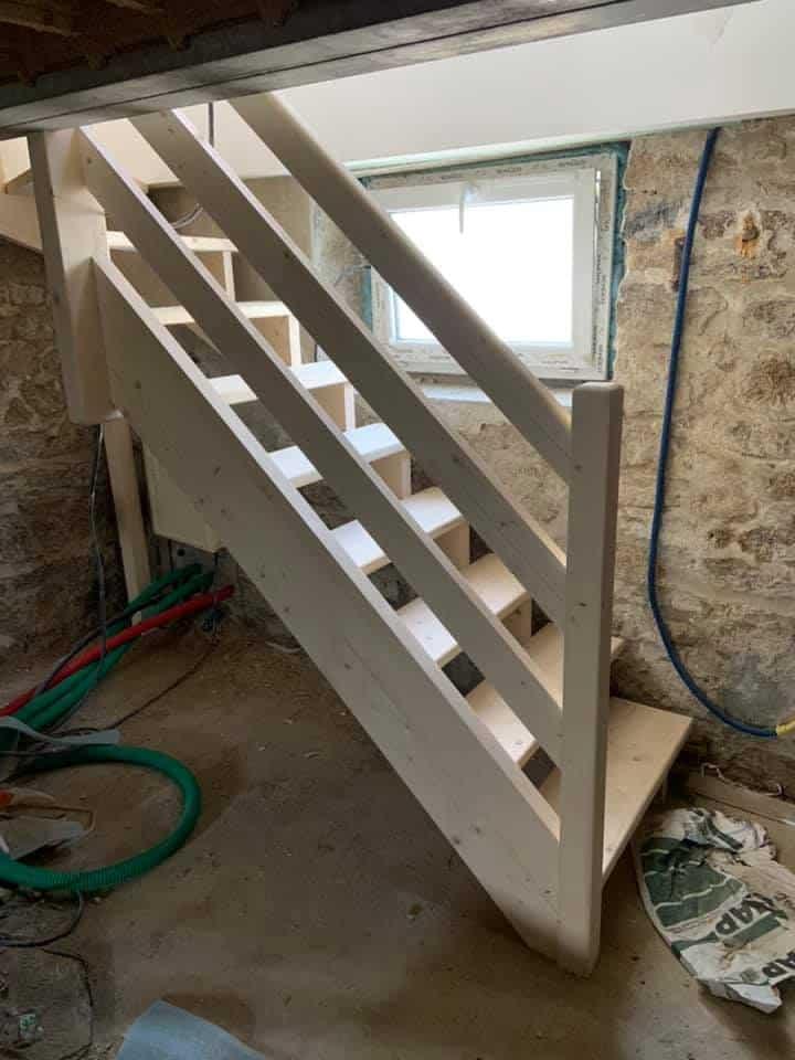 Escalier de cave en sapin