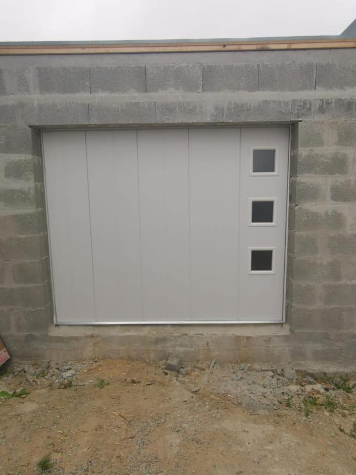 Chantier du jour: pose d'une porte de garage couli…