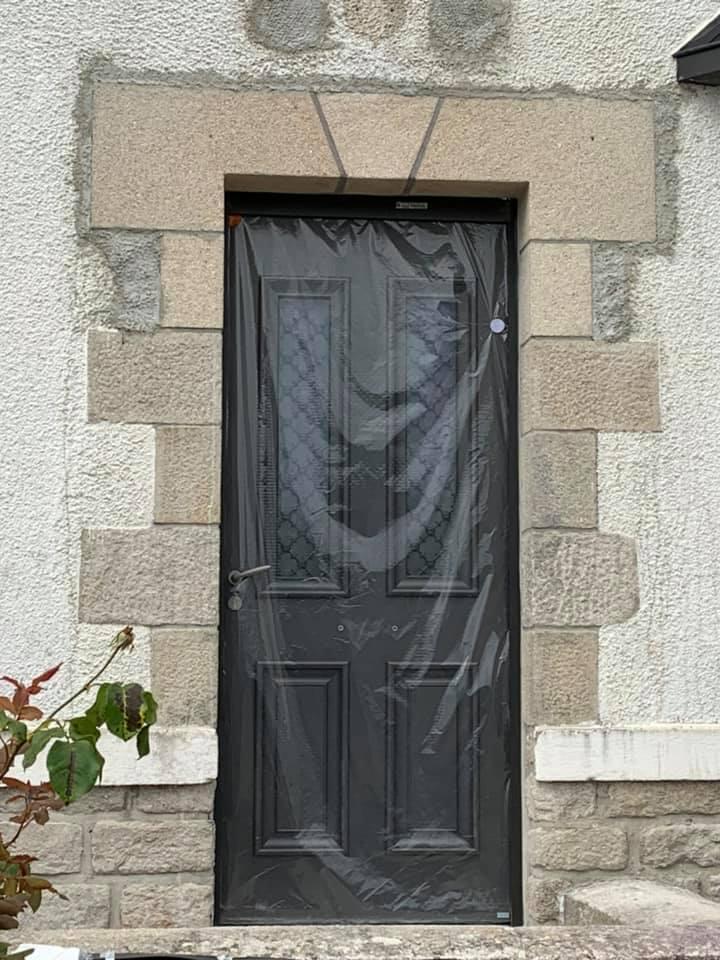 Remplacement de la porte d'entrée sur une demeure …