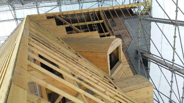 191941206 256762942915140 1263344698453377790 n - Rénovation de la charpente d'un immeuble suite à u...
