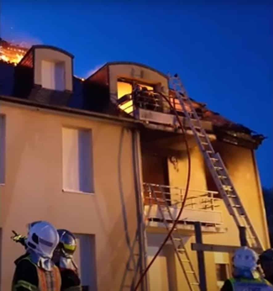 193214348 256762812915153 1805900721884741337 n - Rénovation de la charpente d'un immeuble suite à u...