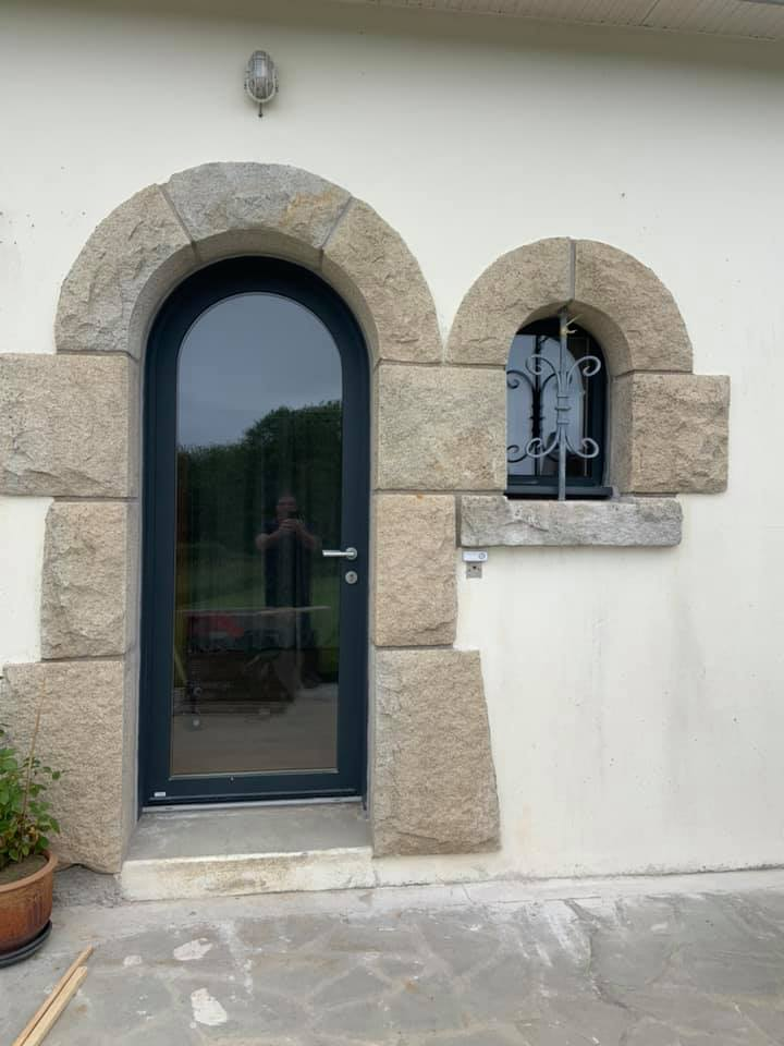 Pose d'une porte plein cintre en Bois alu MEO
